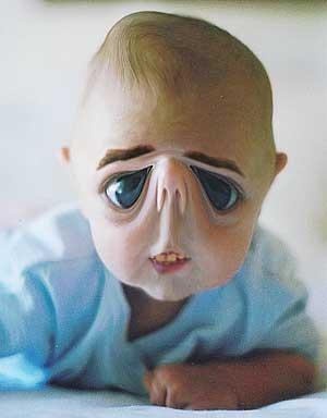 hii... bayinya aneh banget! matanya menceng.. wownya dong..