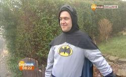 nampaknya kini rakyat Inggris lega dan merasa aman karena ada sosok superhero yang ak