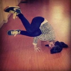 Nich nabilah JKT 48 yg sedang Breakdance keren nggak ?