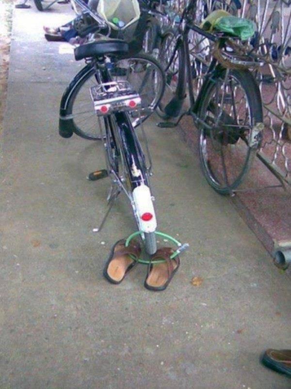 jagalah keamanan kendaraan dan alas kaki anda,hahahah :D wow nya mana ?