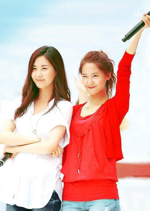 seohyun dan yoona... knpa disini jadi kyk yoona lbih muda ya.... jgn lupa klik WOW