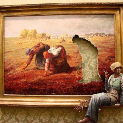 Ehm, Pulsker , coba amati gambar ini. Ini adalah gambar sekelompok petani yang sedang menuai padi. Tapi kok ada yang aneh, tapi apa ya?