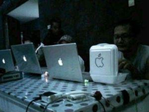 hehehhee.... emg cuma die yg punya apple gue juga punya tuchh