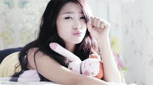 Penyanyi cantik ini asal dari Korea lho .. Dia mempunyai girlband namay Sistar .. Ada yg tau siapa dia??? Kalau kalian tau Koment sama WOW nya y :)