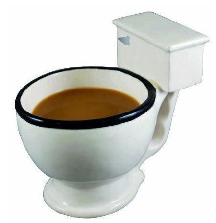 Ada kopi di toilet mug, berani minum Sob? WOW nya janggan lupa