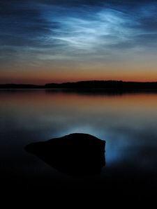 Awan Noctilucent adalah awan yang sangat tinggi secara atmosfir yang membiaskan cahaya pada senja ketika matahari telah tenggelam, mengiluminasi/menyinarilangit dengan cahaya yang tak tampak.