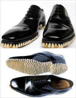 Unik, Sepatu Ini Dihiasi Ribuan Gigi Palsu !