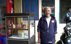 Masinis KA Tragedi Bintaro Kini Menjadi Penjual Rokok