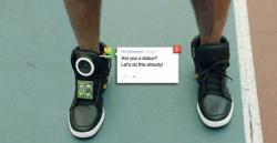 Google Membuat Sepatu Yang Bisa Bicara !