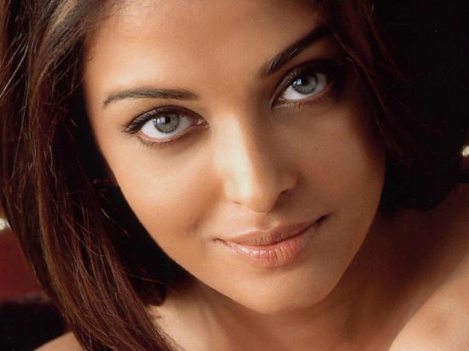 1. Aishwarya Rai - 10 wanita dengan mata terindah . sukague.com
