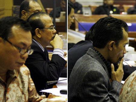 Gambar anggota DPR merokok diruang rapat
