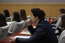    Foto Keren Taecyeon 2PM di Ruang Kuliah   