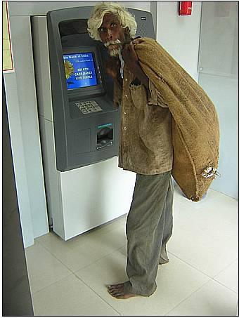gile pengemis ini punya ATM