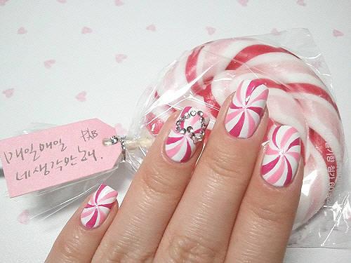 Wow nail art nya bentuk Lollipop :)