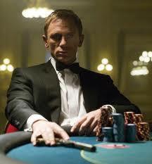 Ada yang tahu ini film apa yang main James Bond lohh!