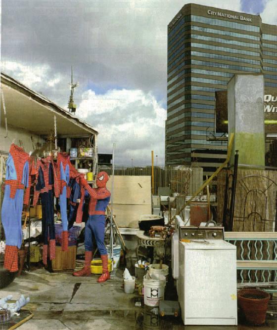 beginilah kegiatan spidet-men lama yang udah di gantiin sama the amazing spider-man... kasian banget yah... udah kagak ada job lagi... jadi kayak gini deh... :-D