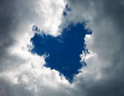awan berbentuk hati. kok bisa ya?