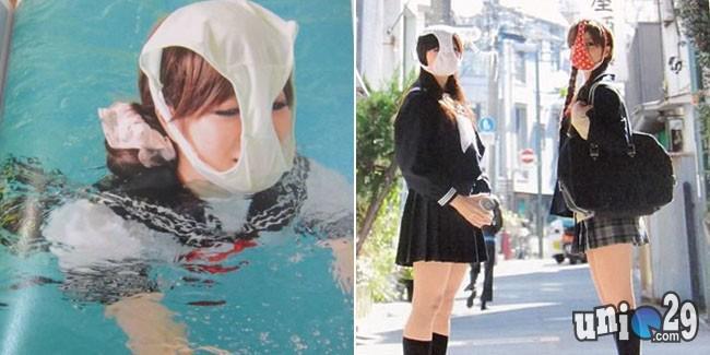Ada yang Aneh Ni Gan~ Trend teraneh dari jepang... yaitu Para wanita muda di jepang sedang trend menggunakan celana dalam dengan berbagai motif di Wajah meraka... aneh bukan??? gimana?? agan mw mencoba?? klo agan suka, jangan lupa WOW nya