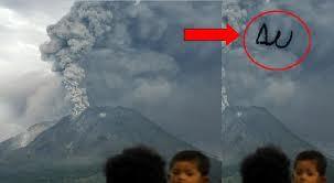 Lafadz Allah saat letusan gunung merapi oktober 2010