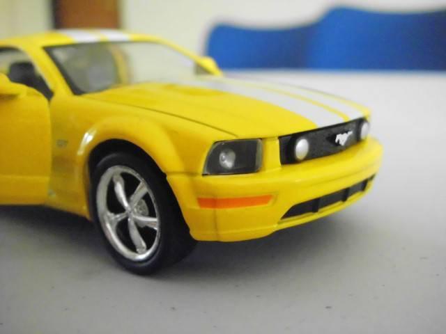 ini bukan Camaro....ini Ford Shelby GT 500 dengan tampilan cat ala Chevrolet Camaro.... :)