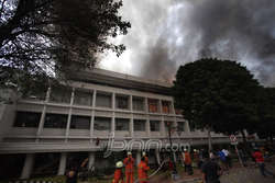 Pertama Kali Kompleks Istana Negara Kebakaran