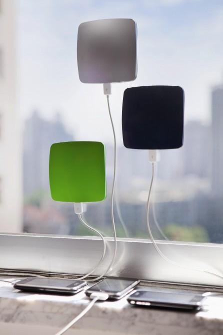 Solar Charger! Gadget dan terknologi Alternative. Anda tidak perlu repot mencari listrik bila di mana ada pemadaman listrik! Selalu tersambung dengan tenaga Matahari.