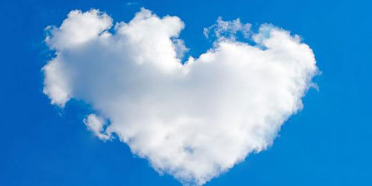 awan ini berbentuk hati...