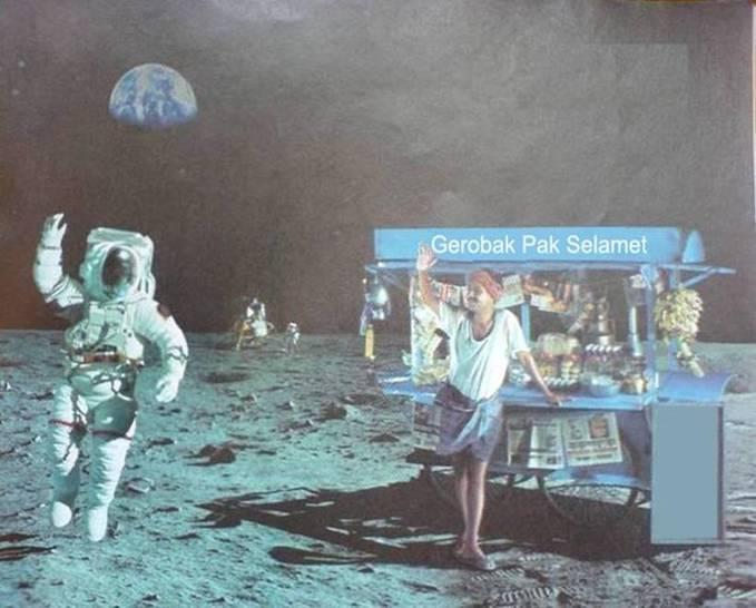 Neil Amstrong tiba di bulan dengan Selamet