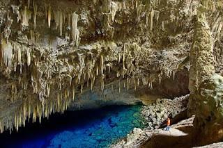 """Blue Lake Cave (Brazil)Mato Grosso do Sul di Brazil ini memiliki banyak sekali danau dan gua bawah tanah yang indah yaitu Gruta do Lago Azul, Gruta do Mimoso, Aquário Natural. Gua Danau Biru """"Gruta do Lago Azul"""""""