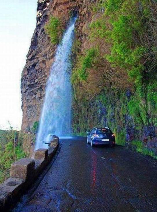tempat cuci mobil yang alami. :) jangan lupa wownya. :D