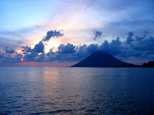 Sunset di Taman nasional Bunaken, Sulawesi.. Saatnya mengucap selamat malam sobat Pemandangan Alam