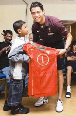 Martunis (lahir di Banda Aceh, 10 Oktober 1997) adalah salah satu anak Aceh korban tsunami Desember 2004 yang dikenal karena mendapat simpati dari bintang-bintang sepak bola Portugal. Dia memakai Jersey Portugal saat bencana tsunami di aceh.