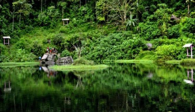 Telaga Madirda (KARANGANYAR) Dusun Tlogo, Berjo, Ngargoyoso, Karanganyar, Jawa Tengah Untuk mencapai tempat ini Anda cukup melakukan perjalanan sampai Karangpandan, Anda lurus terus ke arah timur (arah ke Tawangmangu) hingga menemukan masjid b