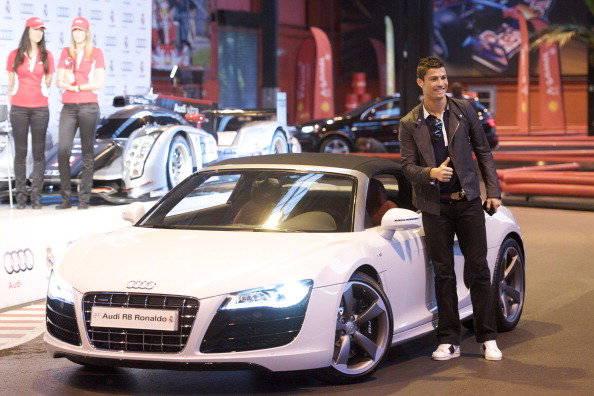 inilah salah satu mobil cristiano ronaldo Audi R8 Harga: $150.000