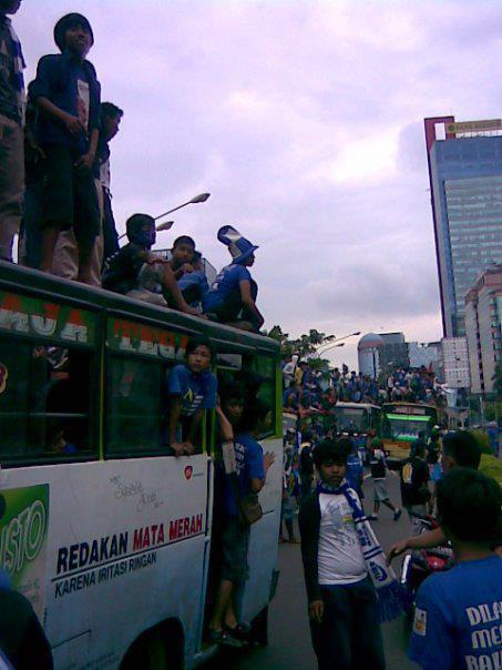 Lihat NJ Mania.. Cuma di Indonesia yang punya sporter semeriah ini...