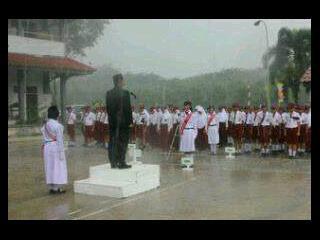 LTUB Part 1 Gini nih my School lomba tata upacara bendera.Walaupun hujan deras menganggu,mereka tetap berdiri tegak ditengah lapangan.WOW!