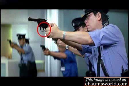 Salah megang Pistol