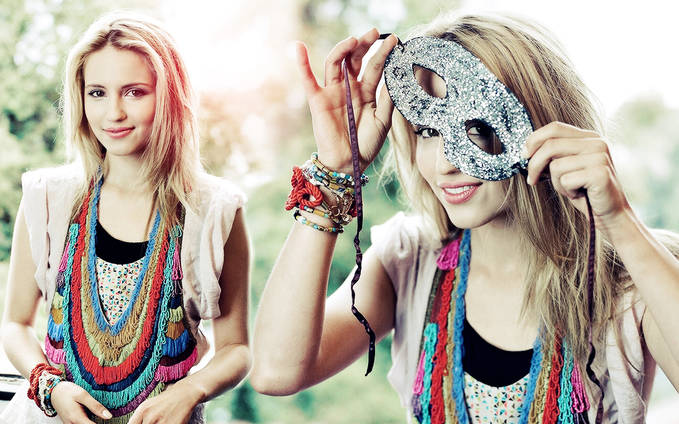 Like yaa Dianna Agron di FB nih link dia http://www.facebook.com/pages/Dianna-Agron/183660595101619?ref=ts&fref=ts