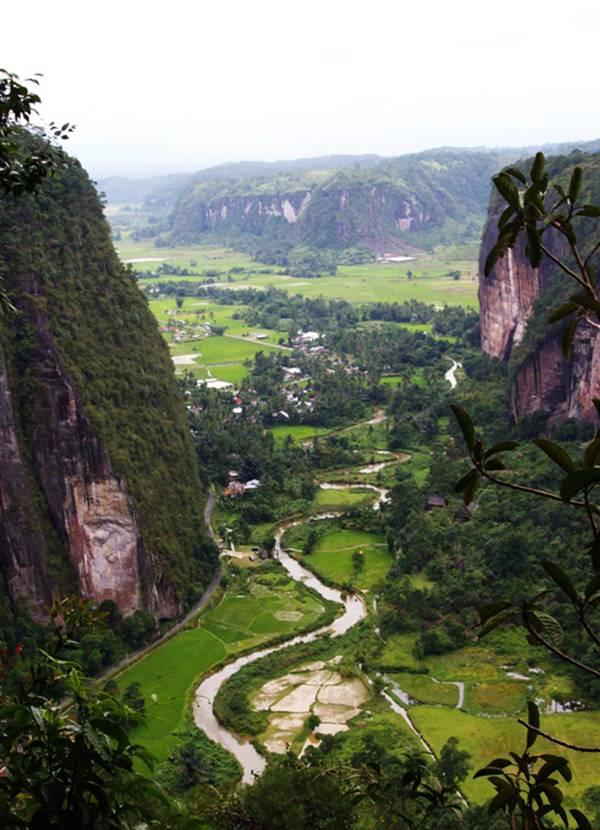 Lembah Harau,sumatera barat. indah ya WOW!