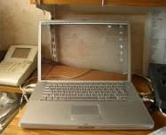 Foto Unik Laptop Tembus Pandang