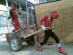 Pensiun Jadi Power Rangers .... pindah Jabatan Jadi Kuli Bangunan