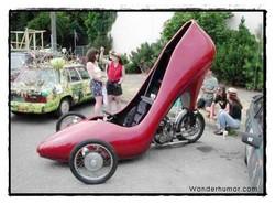 Gambar Mobil Unik dan Lucu – Wow… lucu ya gan, mobilnya mirip sepatu, eh salah bukan mirip lagi tapi emang sepatu kali ya??