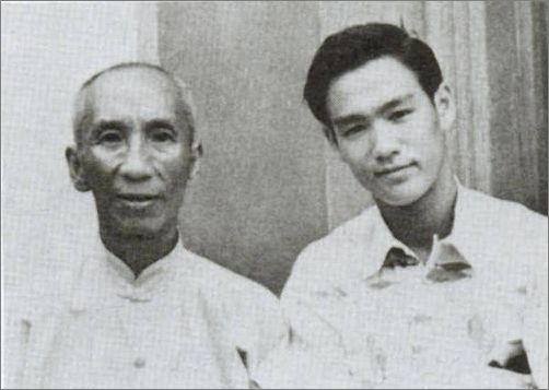 IP MAN and Bruce Lee IP Man adalah guru Bruce Lee dan Kungfu Wing Chun nya sangat legendaris di China. Cerita Hidupnya telah di film kan yaitu IP MAN 1.2.dan 3