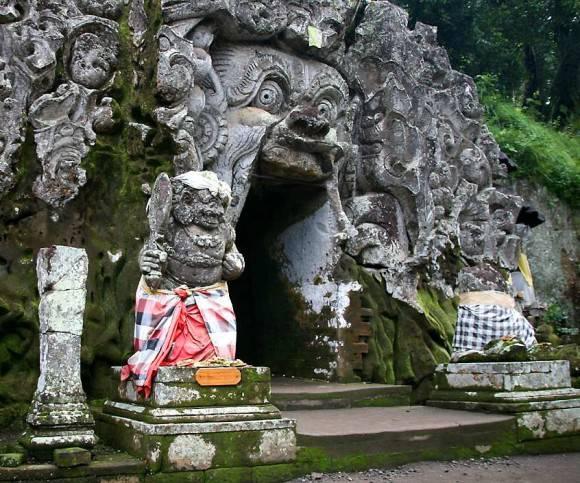 Goa Gajah Elephant Cave-Temple-Bali Gua peninggalan peradaban manusia