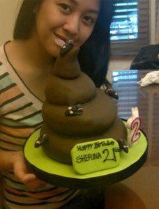 Ada yang mau coba? Kue ulang tahun berbentuk poop. Wownya dong!!!