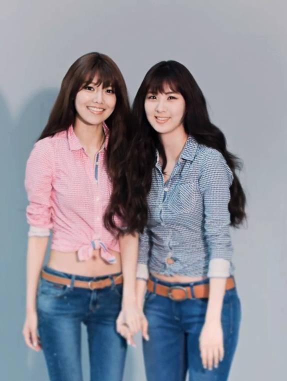 SooYoung & SeoHyun hampir mirip wajahnya dan hampir sama tingginya