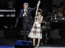 Ini dia Putri Ayu IMB feat. Michael Bolton saat konser di Singapore