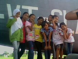 Ini dia Girl band yang aku kelola Nama Personil (dari kiri ke kanan ) Dede Anisa Putri ; Fani Agustina ; Rissa Meitha ; Endah Wahyu ; Zalfa Luthfiah ; Putri Sekar ; Alfina Rima. WOW nya banyakin ya.....! :)