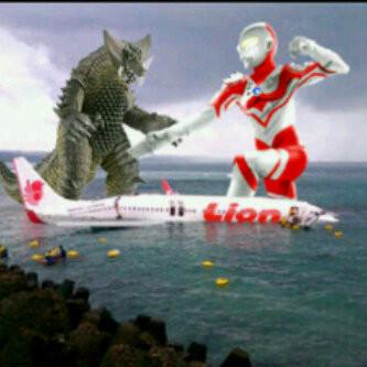 penyebab jatuh nya pesawat lion Kasih wow maka Ultraman akan berkelahi sama Godzilla