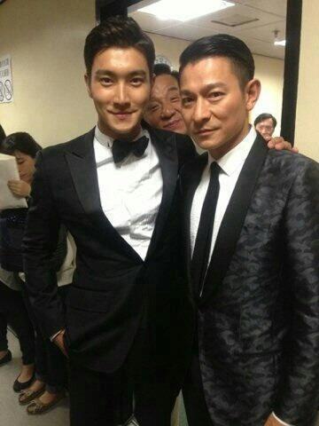 ketika jacky chan(?) nyempil di foto choi siwon dengan andy lau